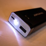 RAVpower entry micro-USB 1.5A and 2.1A USB Luster output, LED lights